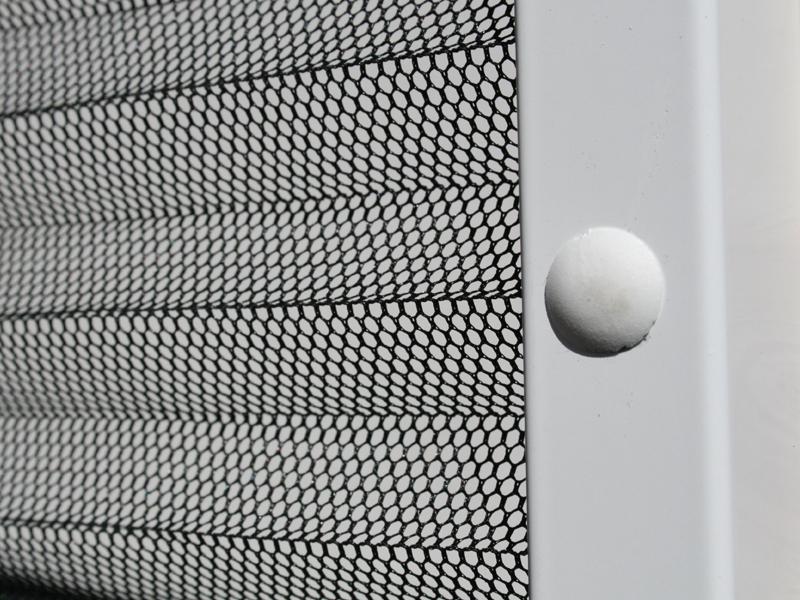 insektenschutz plissee f r dachfenster 110 x 160 cm k rzbar alu wei. Black Bedroom Furniture Sets. Home Design Ideas